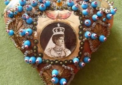 queen vic pin cushion